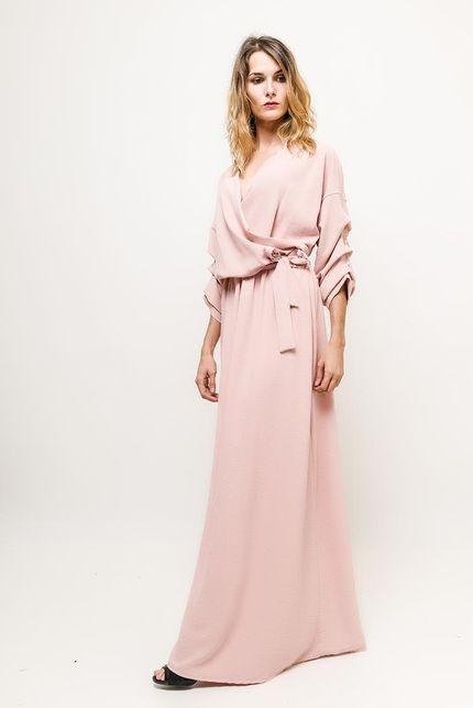 Dlhé ružové šaty s volánovými rukávmi