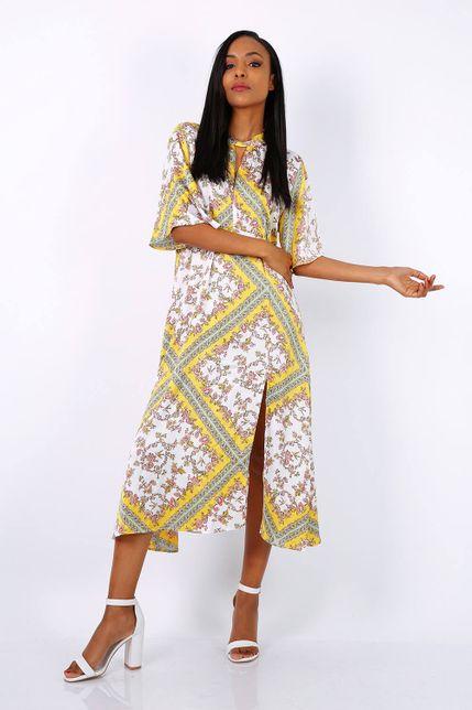 Dlhé vzorované žlté šaty s rozparkom