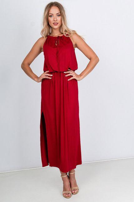 Elegantné dlhé bordové šaty s razporkom