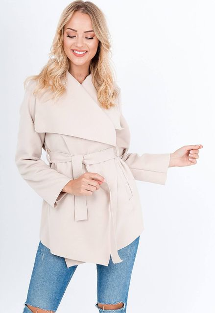 Elegantný béžový dámsky kabát