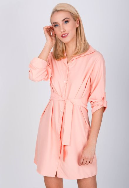 1c5a280dda12 Krátke košeľové šaty broskyňovej farby - ROUZIT.SK