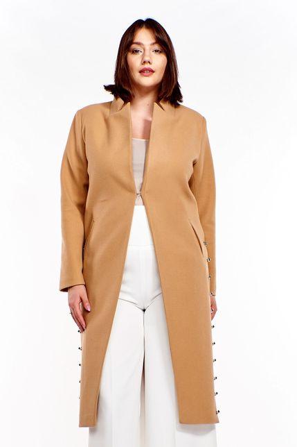 Moderný svetlohnedý kabát s rozparkami po stranách
