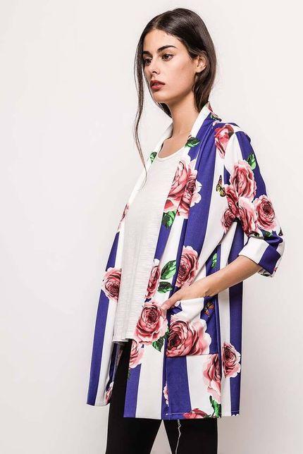 Modro-biele dámske sako s kvetinovou potlačou