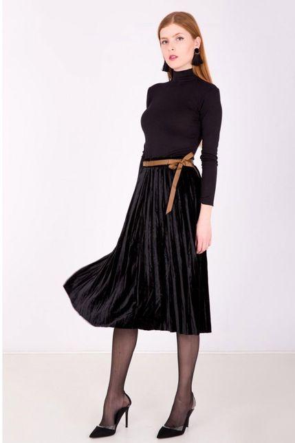 Polodlhá čierna plisovaná sukňa s imitáciou opasku