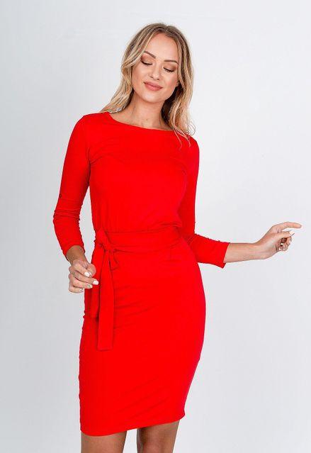 Polodlhé červené púzdrové šaty s opaskom