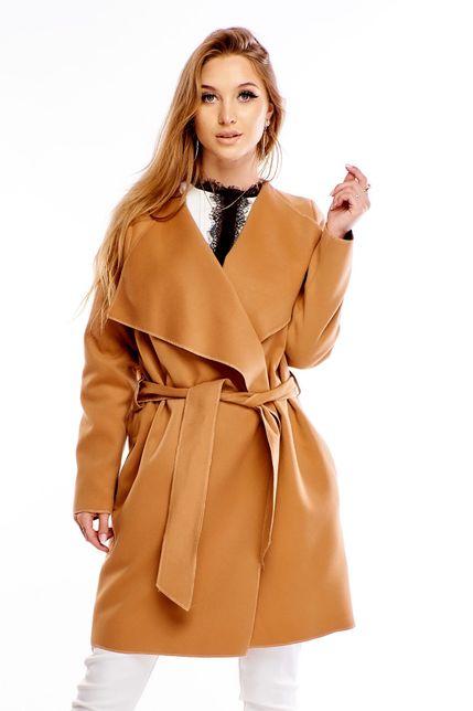 Polodlhý hnedý kabát s opaskom