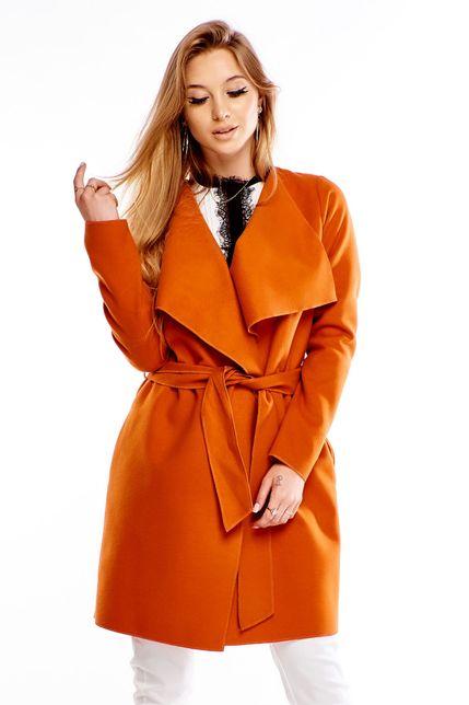 Polodlhý oranžový kabát s opaskom