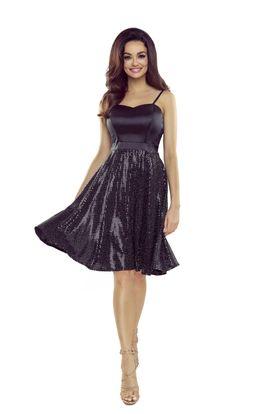 Krátke koktejlové šaty v lesklej čiernej farbe