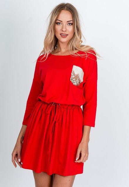 Krátke červené šaty s kontrastným vreckom