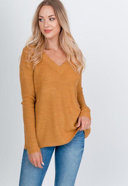 Pletený horčicový sveter s výstrihom do V