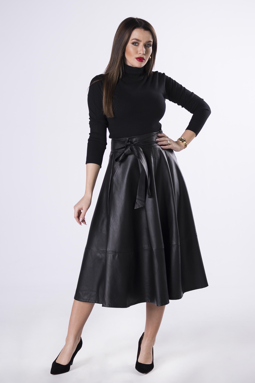 Dámska čierna sukňa - S