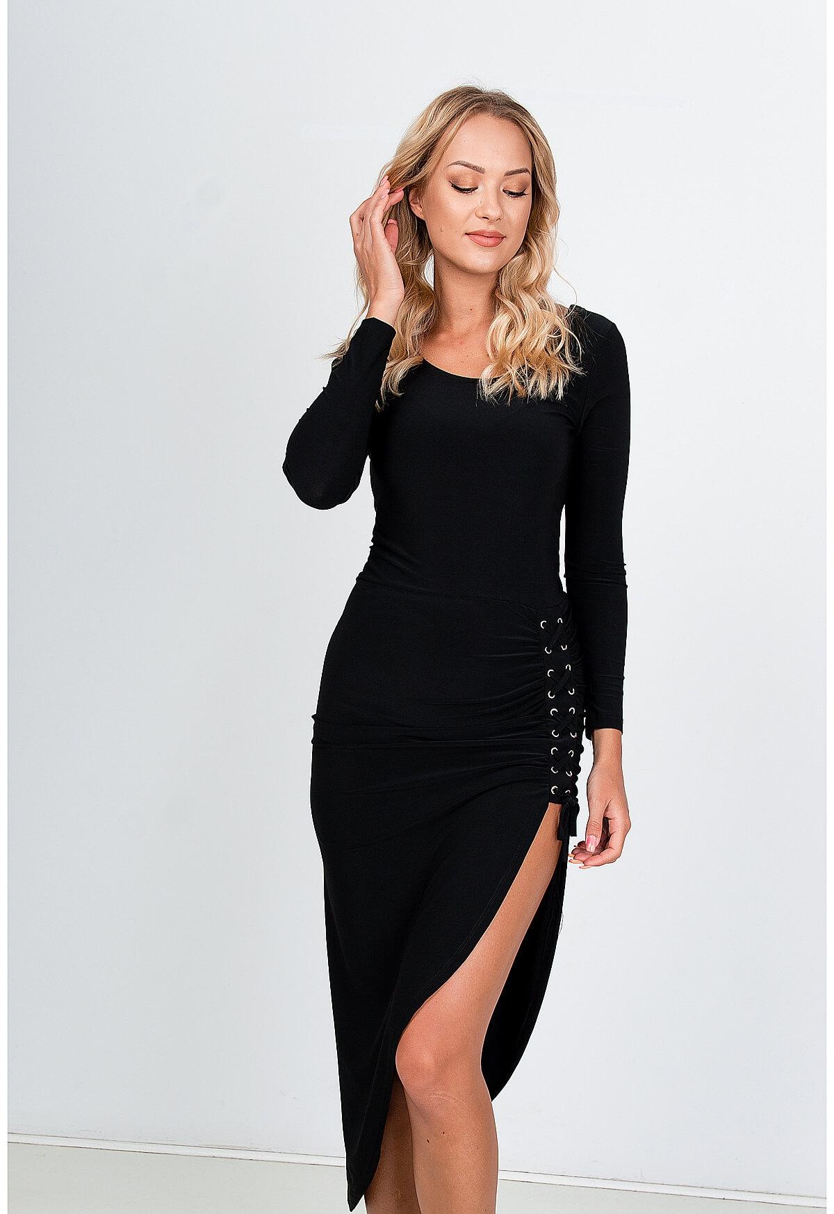 Asymetrické čierne šaty s dlhým rukávom