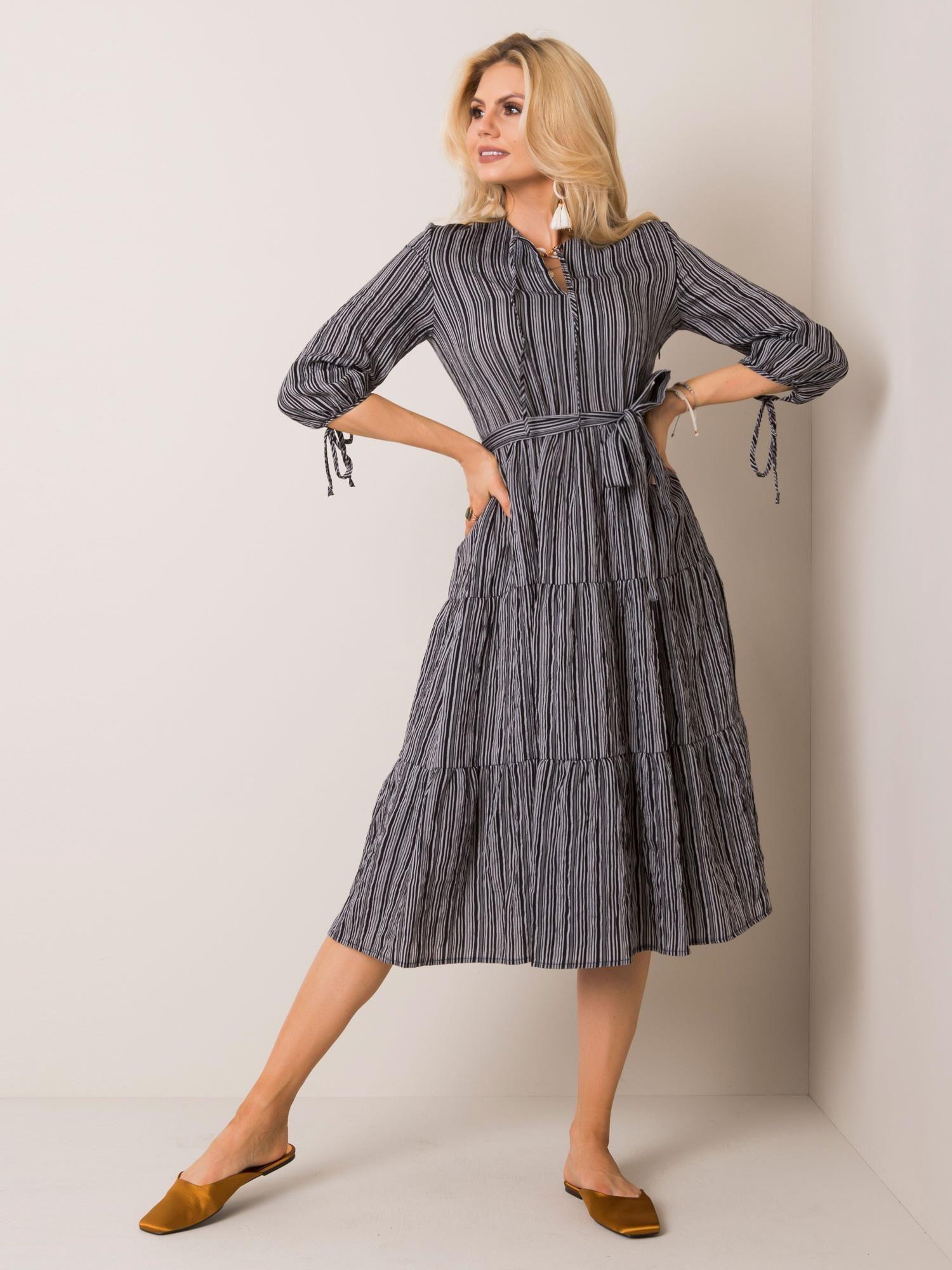 Dámske pruhované midi šaty sivo-čiernej farby - 40
