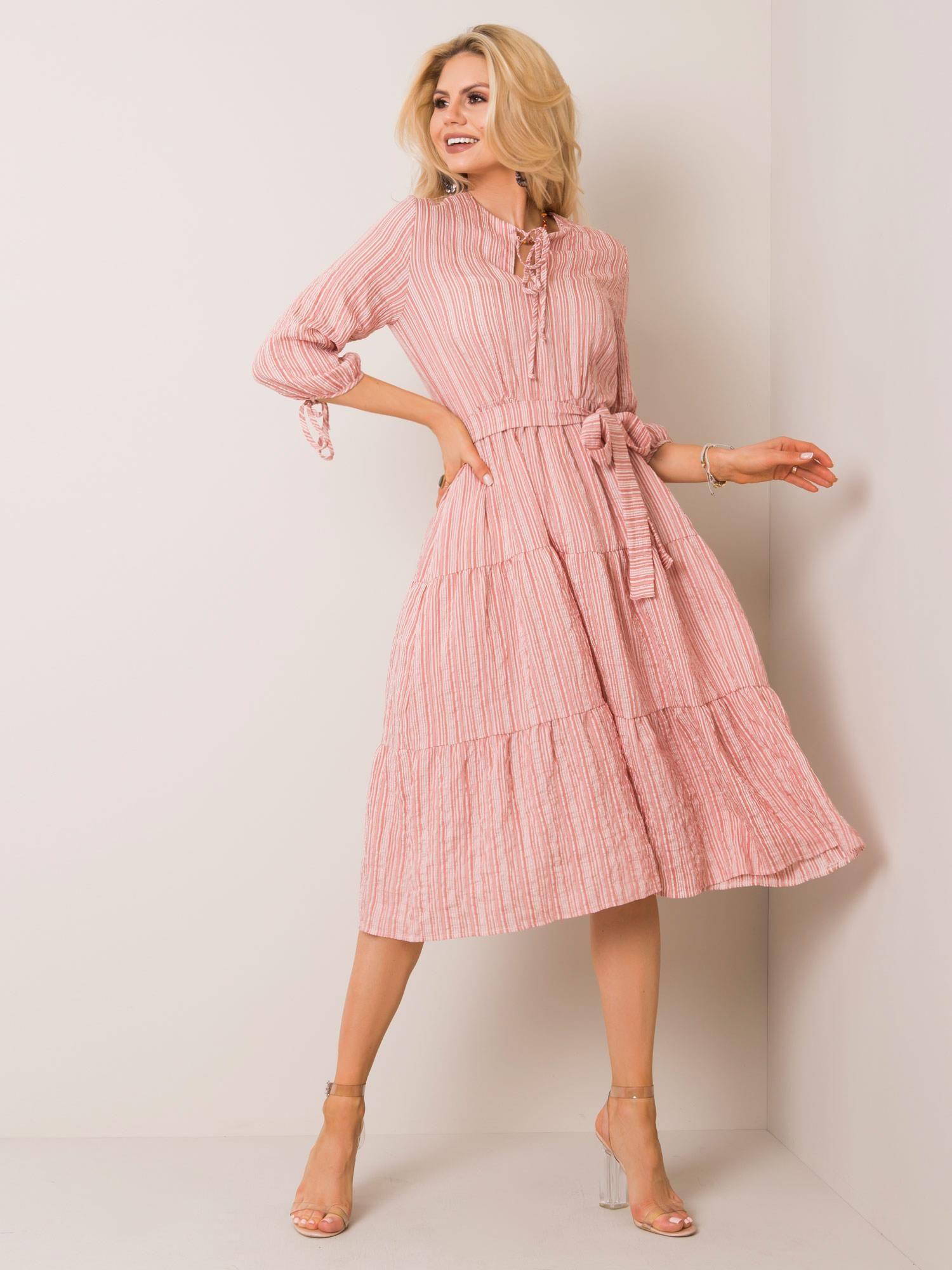Dámske pruhované midi šaty svetloružovej farby - 40