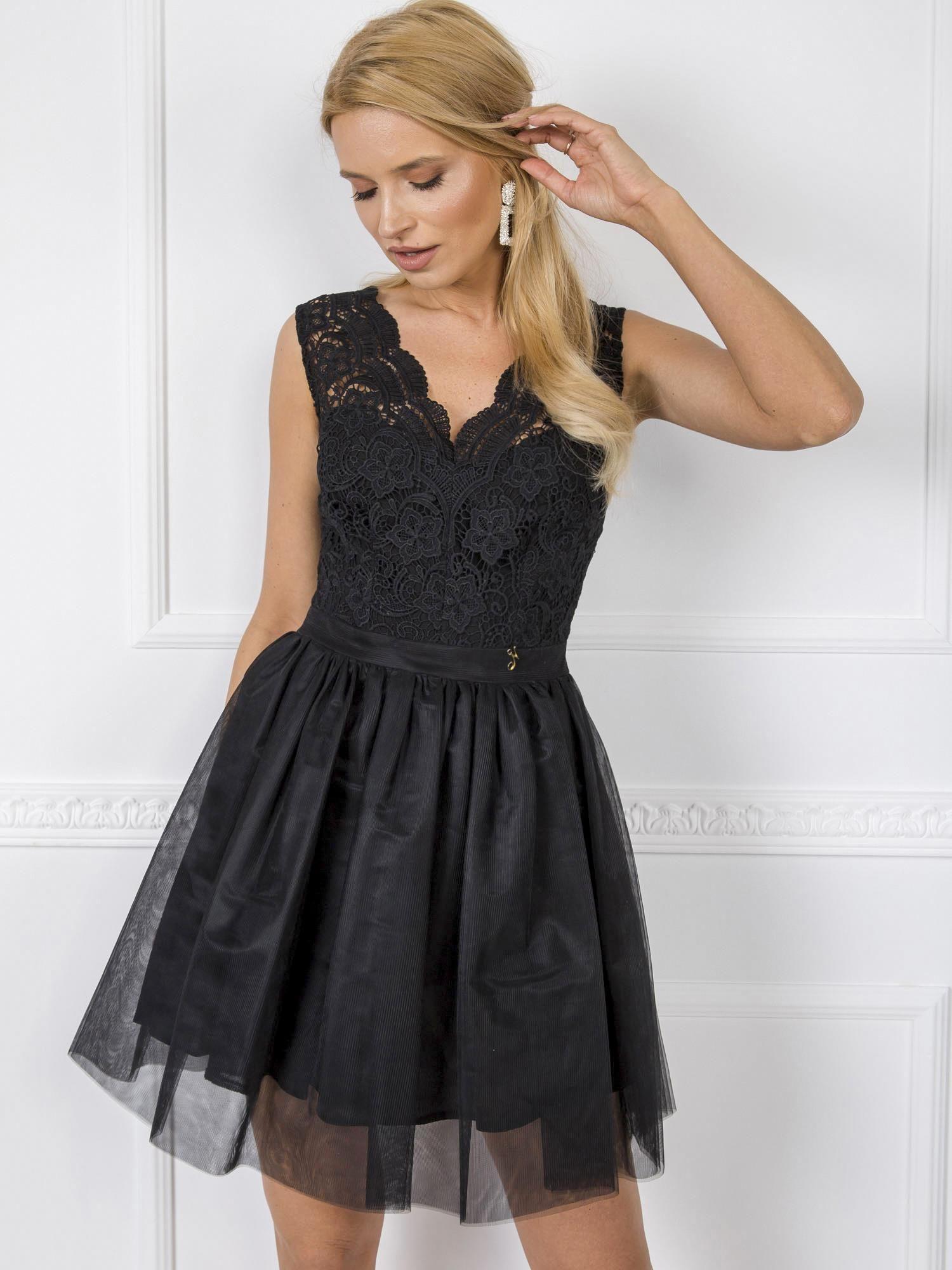 Dámske spoločenské čierne šaty s čipkou - 36