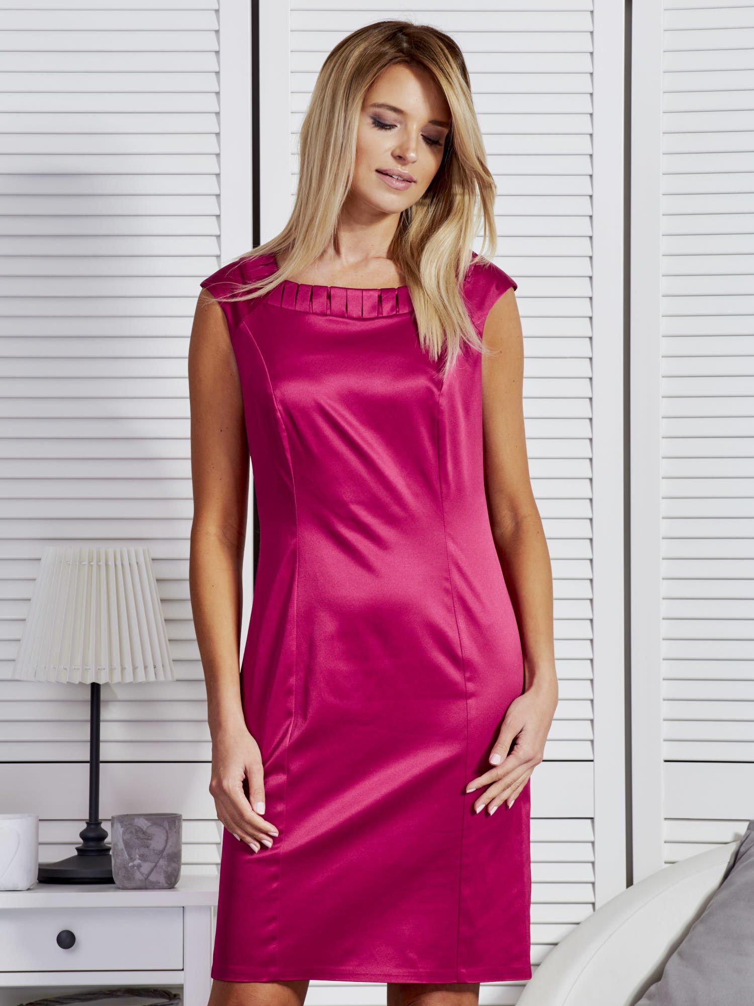 Spoločenské ružové šaty s ozdobným výstrihom - 42