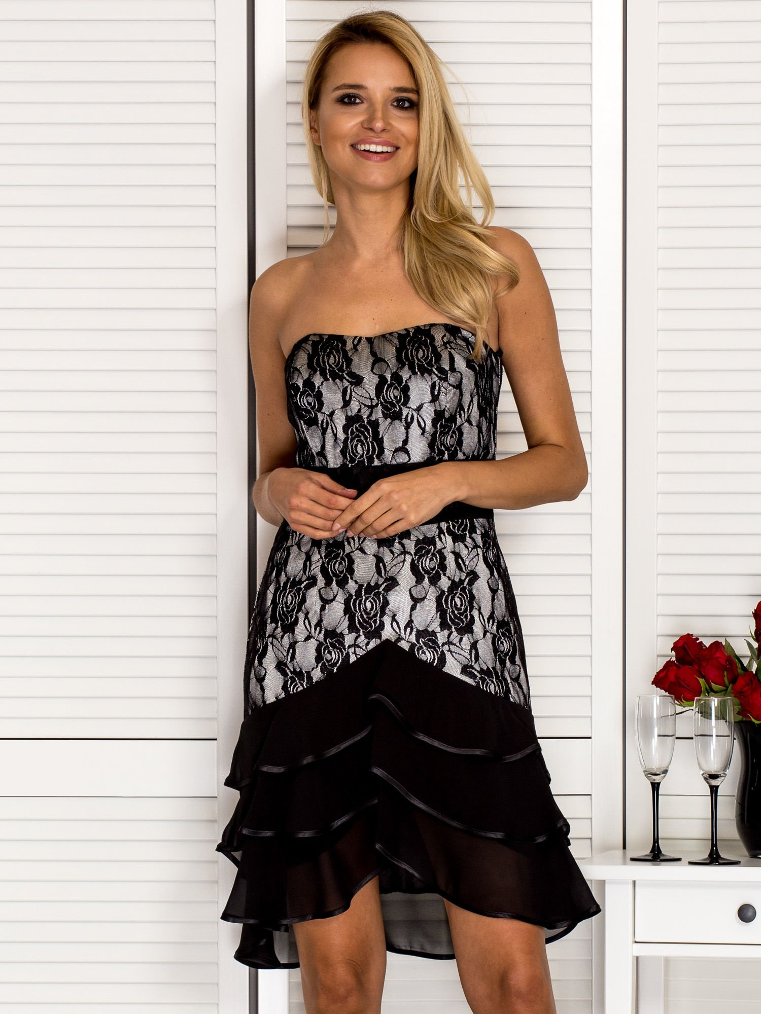 Dámske čierne korzetové šaty s čipkou - 36