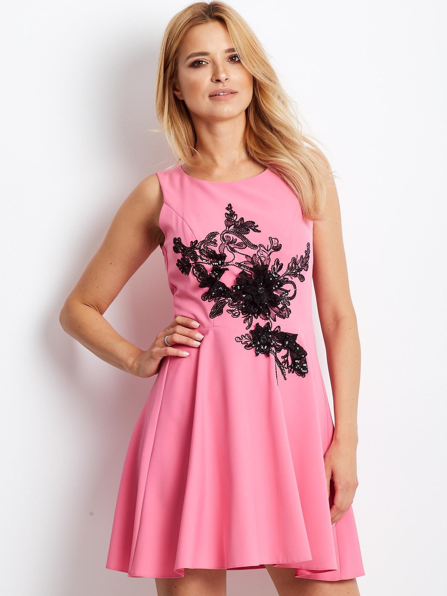 Dámske ružové šaty s ozdobnou kvetinovou aplikáciou - 42