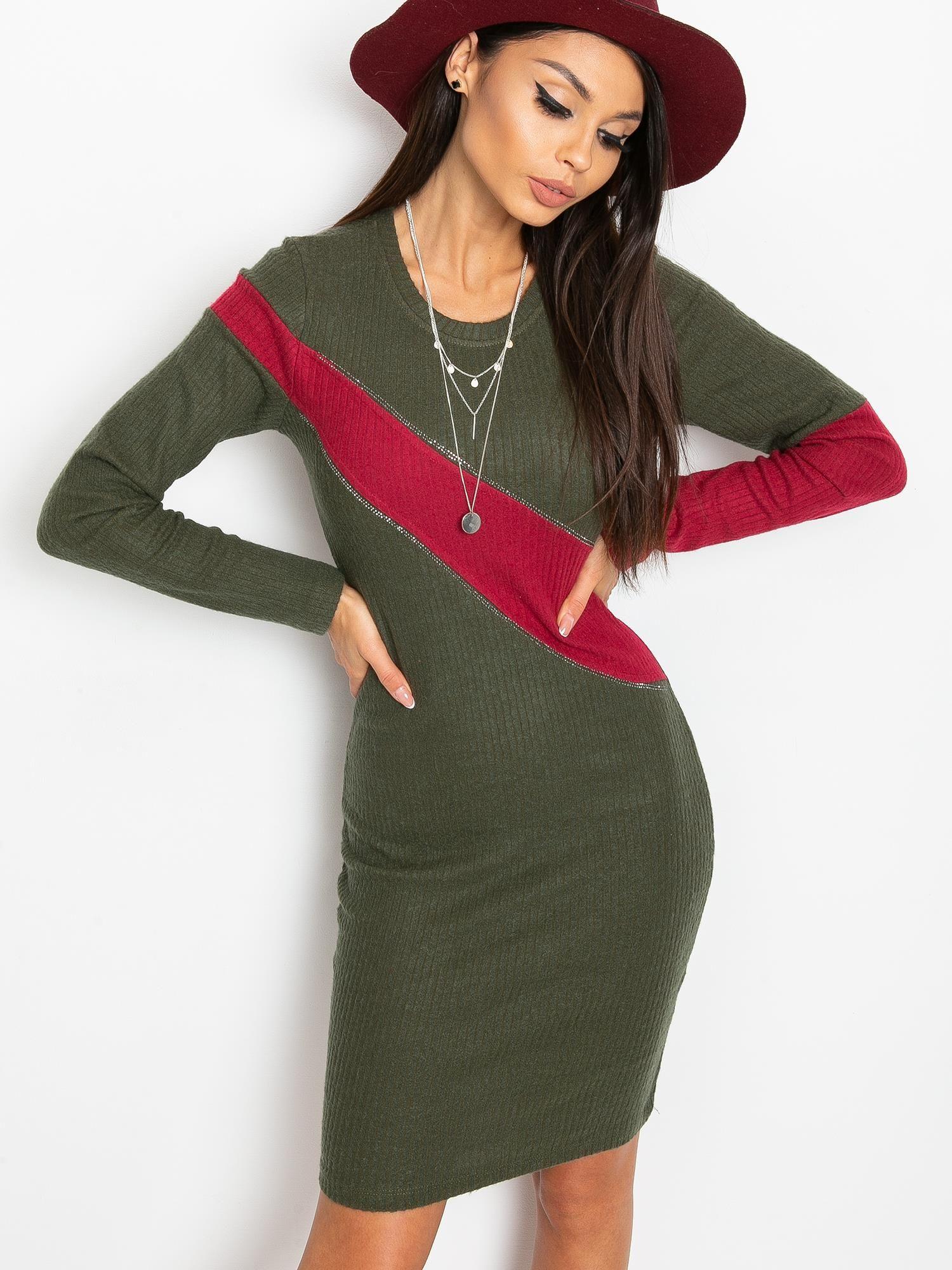 Kaki priliehavé šaty s červeným pruhom - S/M