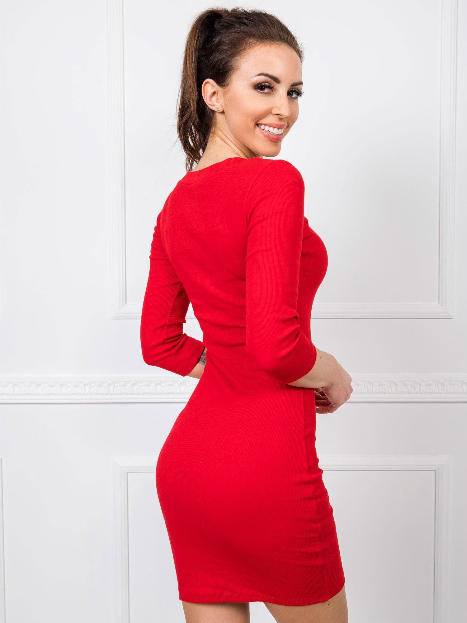 Priliehavé červené mini šaty - M