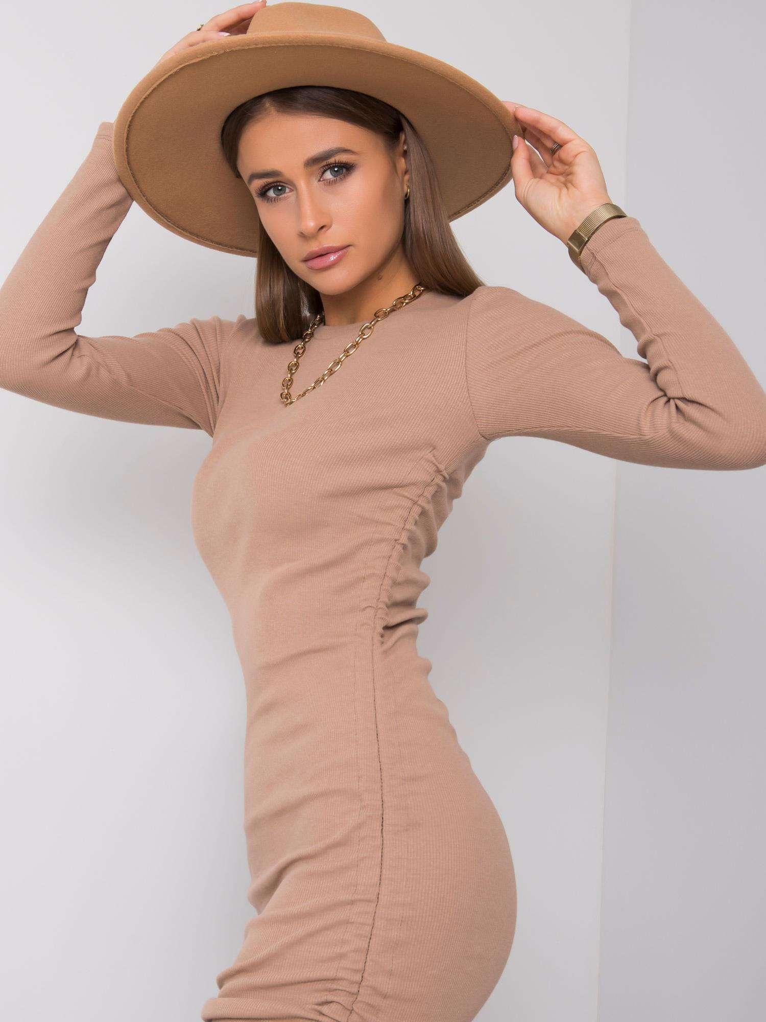 Béžové puzdrové šaty - M