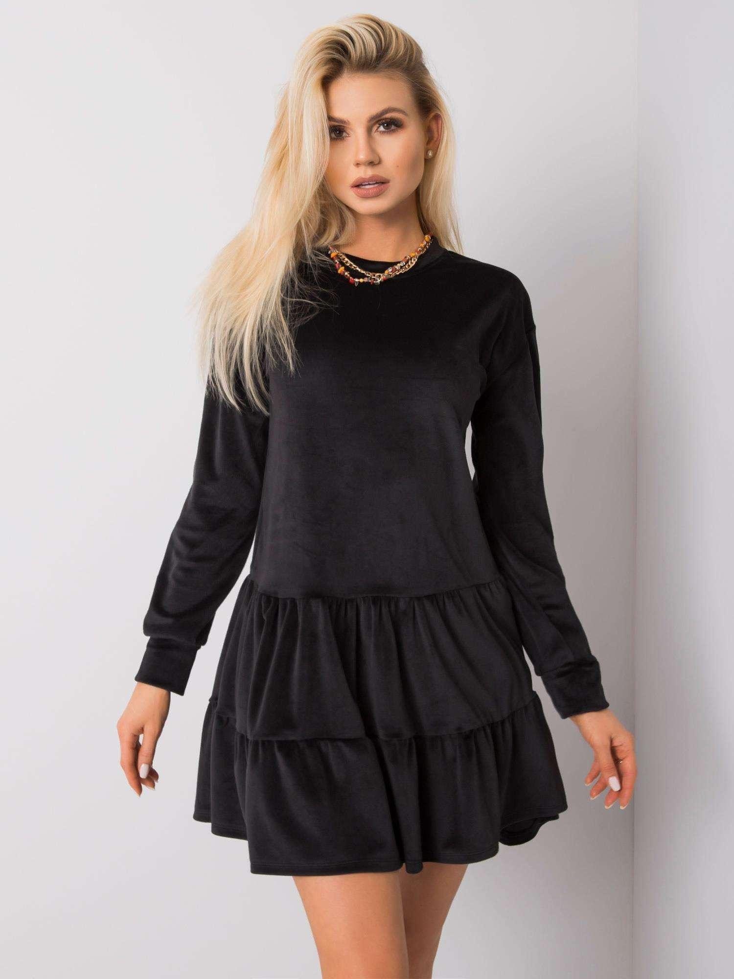 Krátke čierne velúrové šaty - M