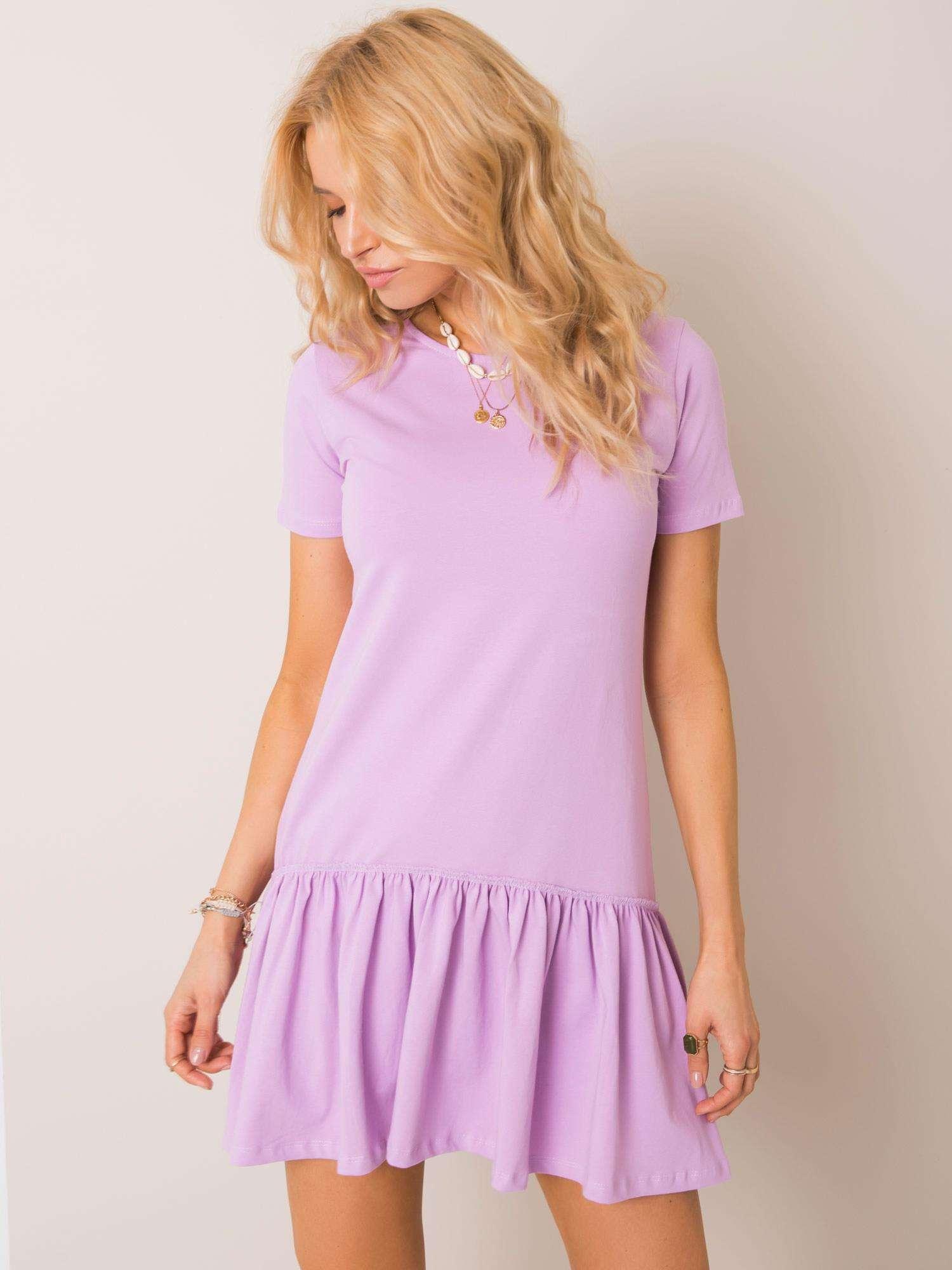 Fialové bavlnené šaty s krátkym rukávom a volánikmi - S