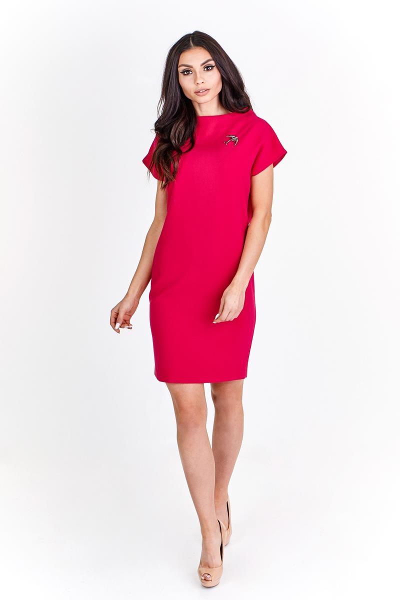 Polodlhé fialové šaty s ozdobnou brošňou - 48