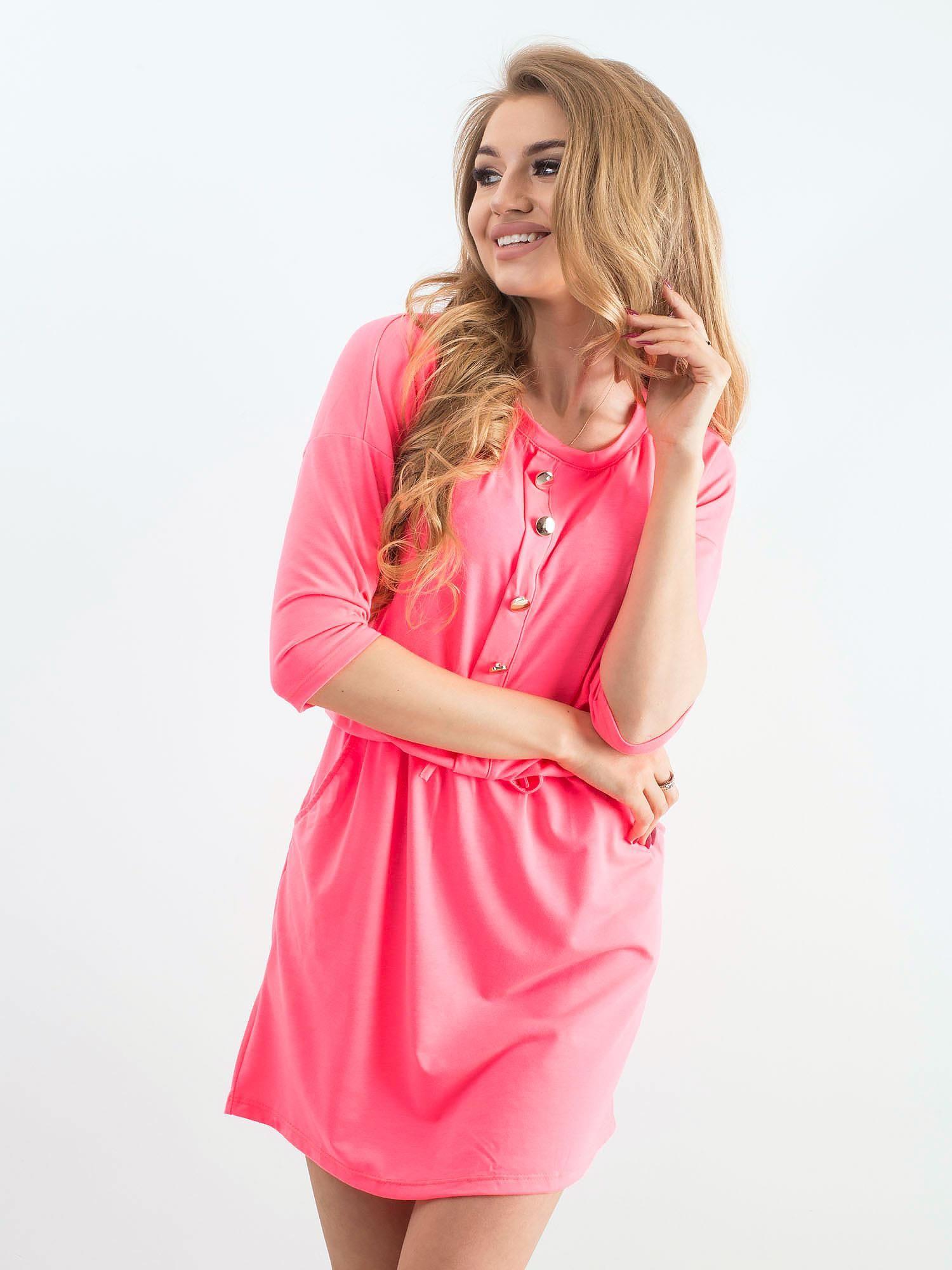 Krátke ružové šaty s gombíkmi - M