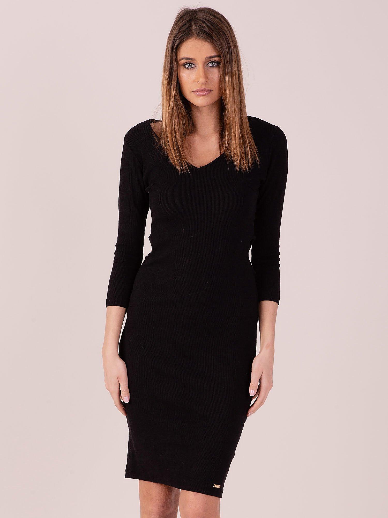 Jednoduché čierne šaty s výrezmi - S