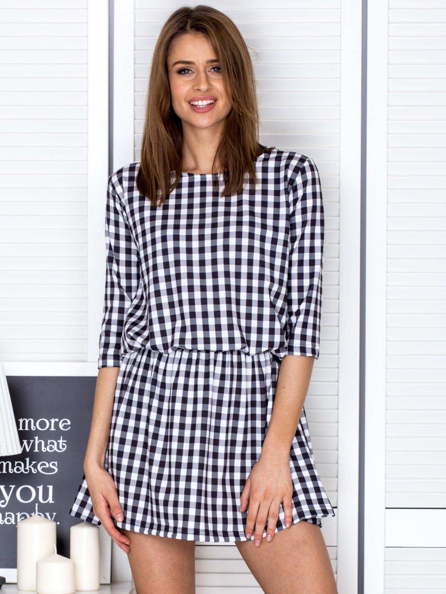 Čierno-biele kárované krátke šaty - M