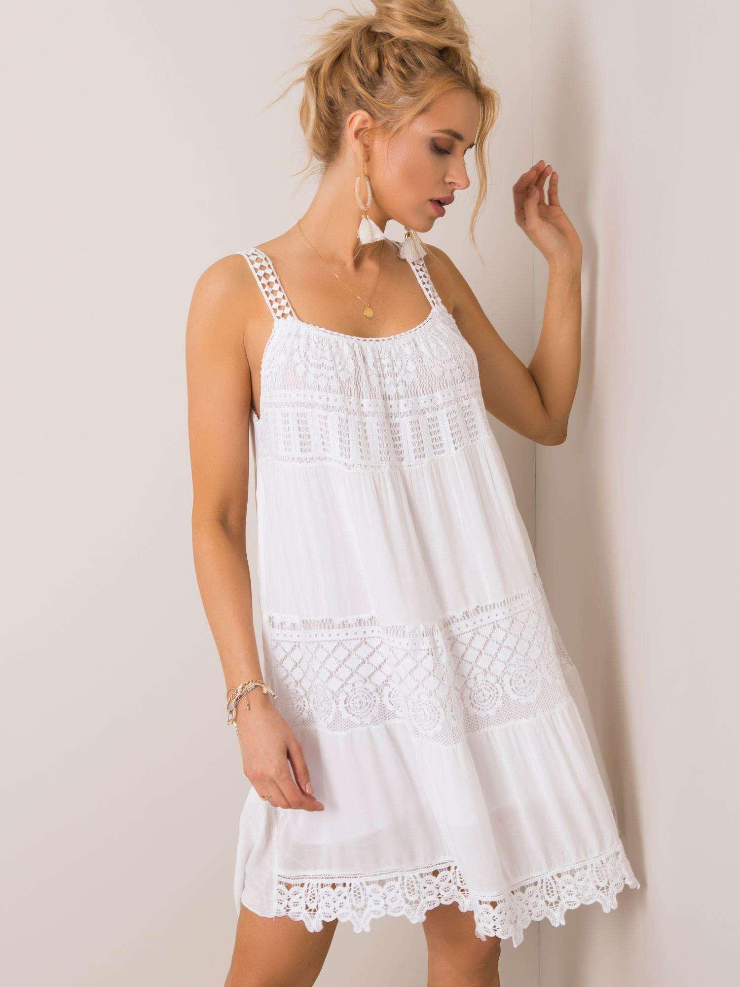 Letné biele čipkované šaty na ramienka - S