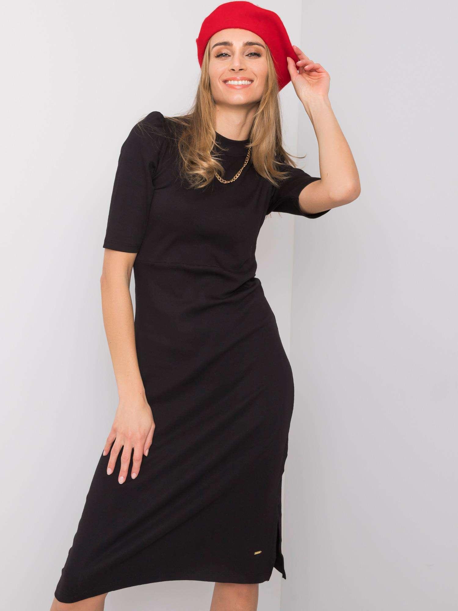 Dámske čierne priliehavé šaty s rozparkom - L