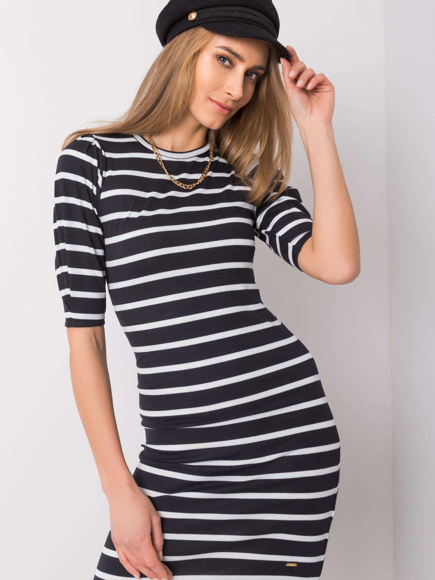 Dámske čierno-biele pásikové priliehavé šaty - L