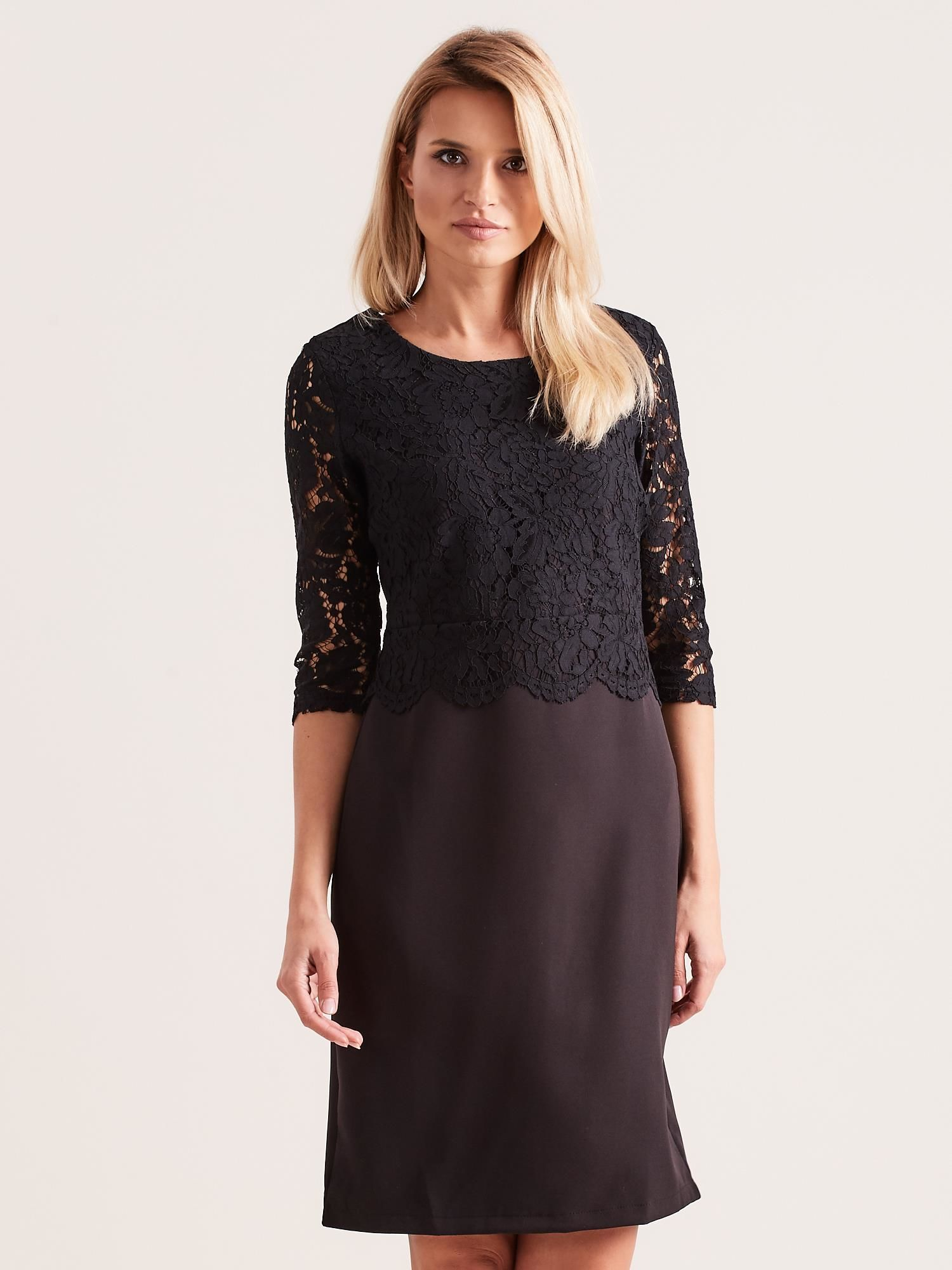 Elegantné čierne čipkované šaty s trojštvrťovými rukávmi - L