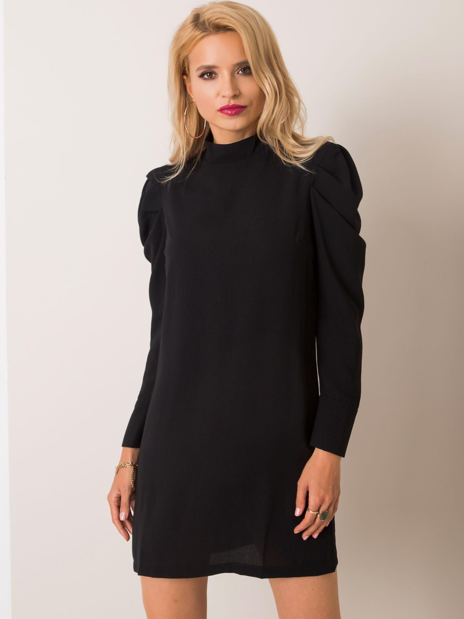 Čierne šaty s nazberaným dlhým rukávom - S