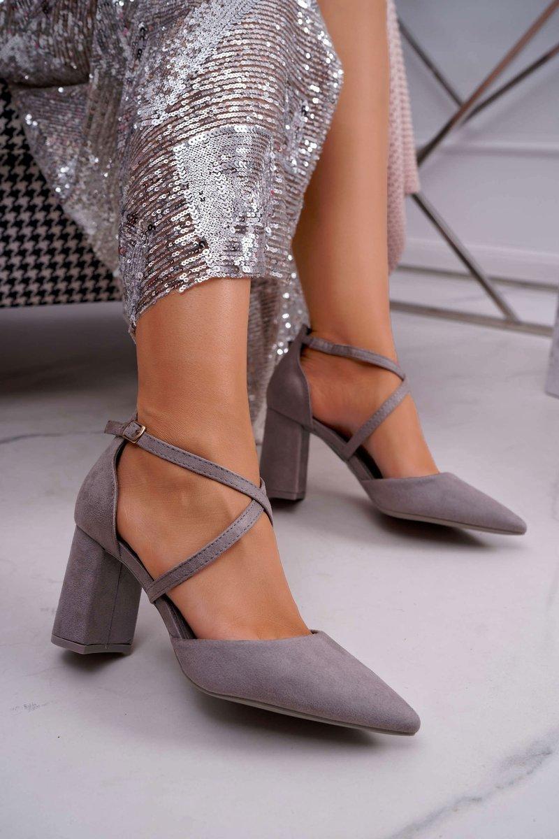 Dámske šedé semišové lodičky v sivo-striebornej farbe - 38