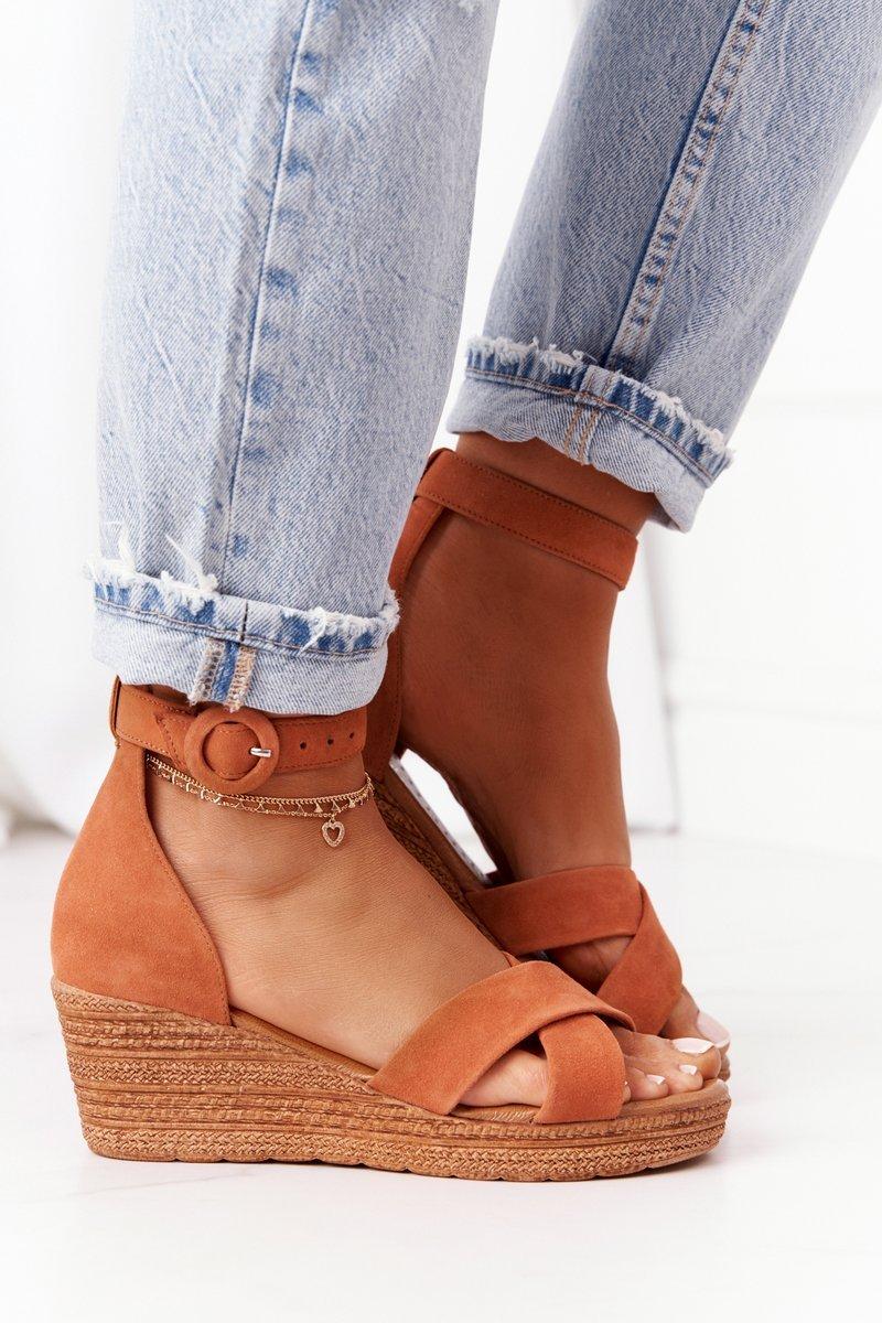 Hnedé semišové sandále na klinovom podpätku - 40