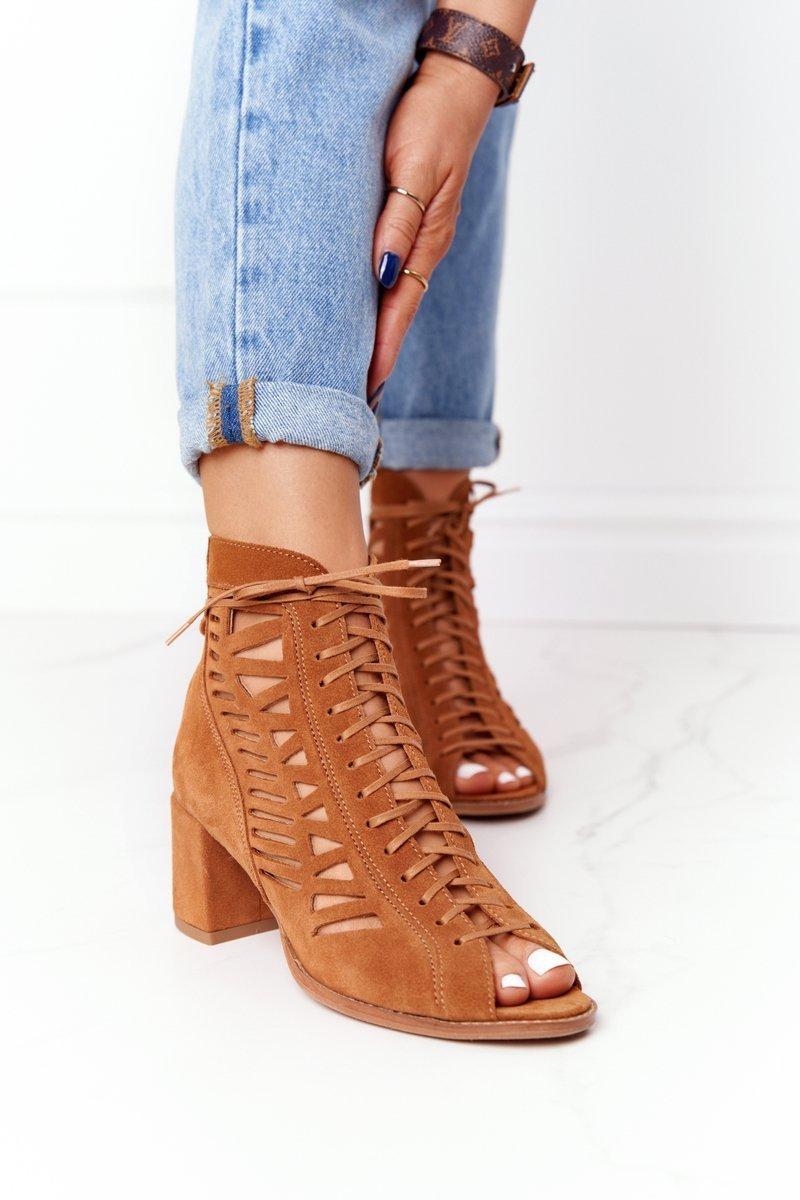 Hnedé semišové dierkované topánky - 39