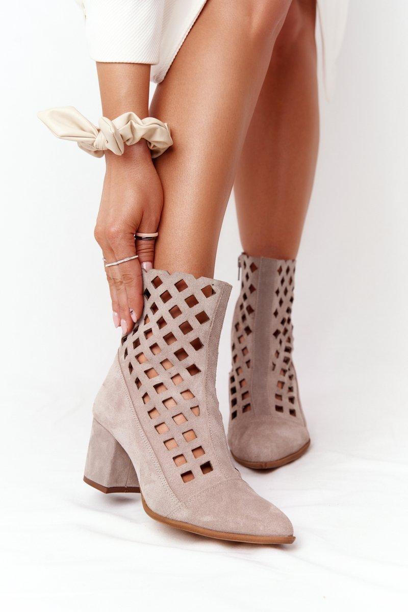 Béžové semišové dierkované topánky - 39