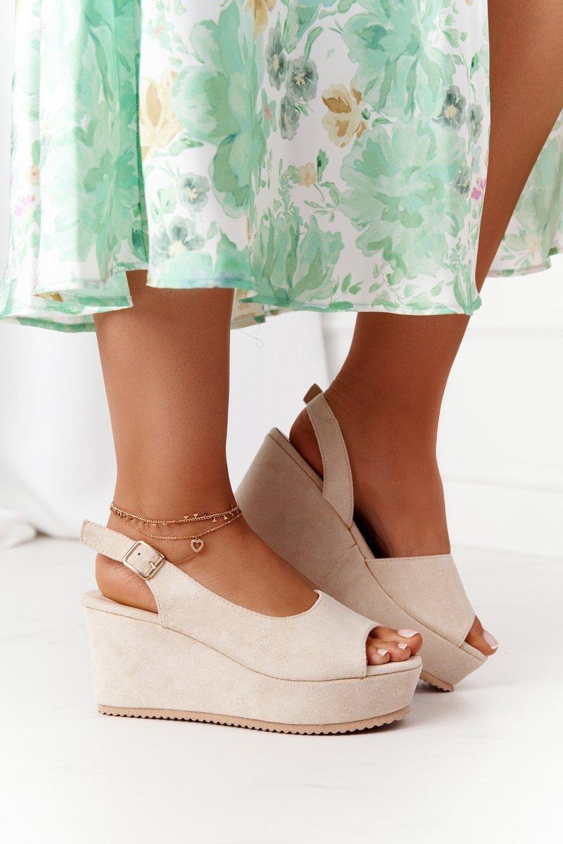 Béžové semišové sandále na klinovom podpätku - 40