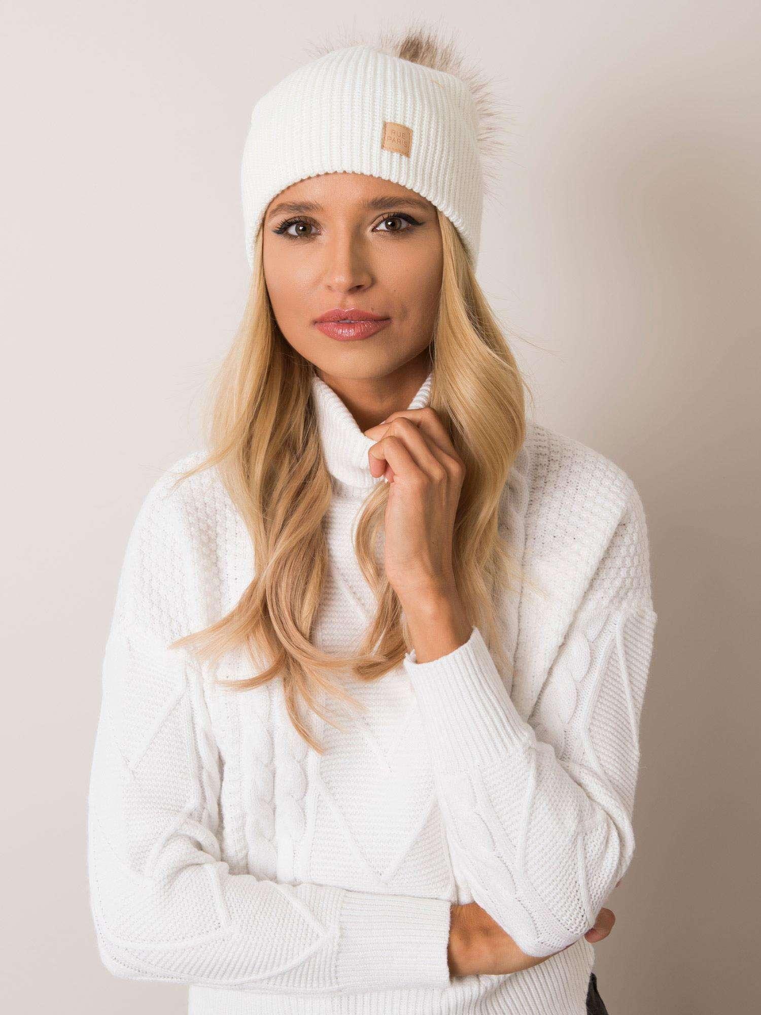 Dámska béžová čiapka s brmbolcom - UNI