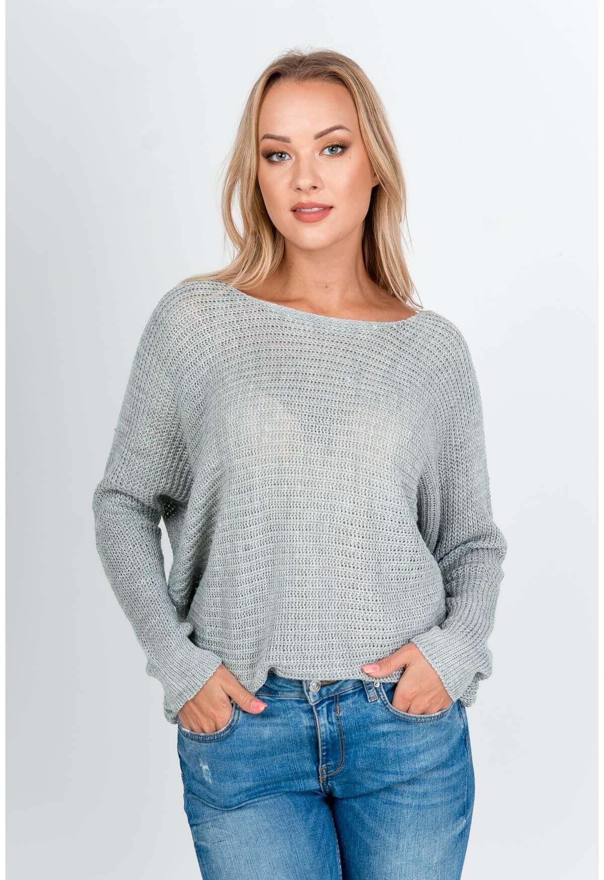 Sivý oversize sveter s okrúhlym výstrihom