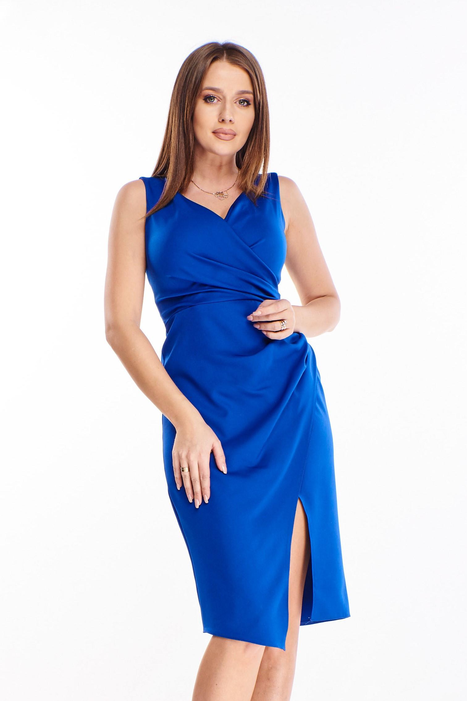 Spoločenské modré šaty s rázporkom - 40