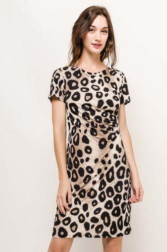Stredne dlhé šaty s leopardím vzorom