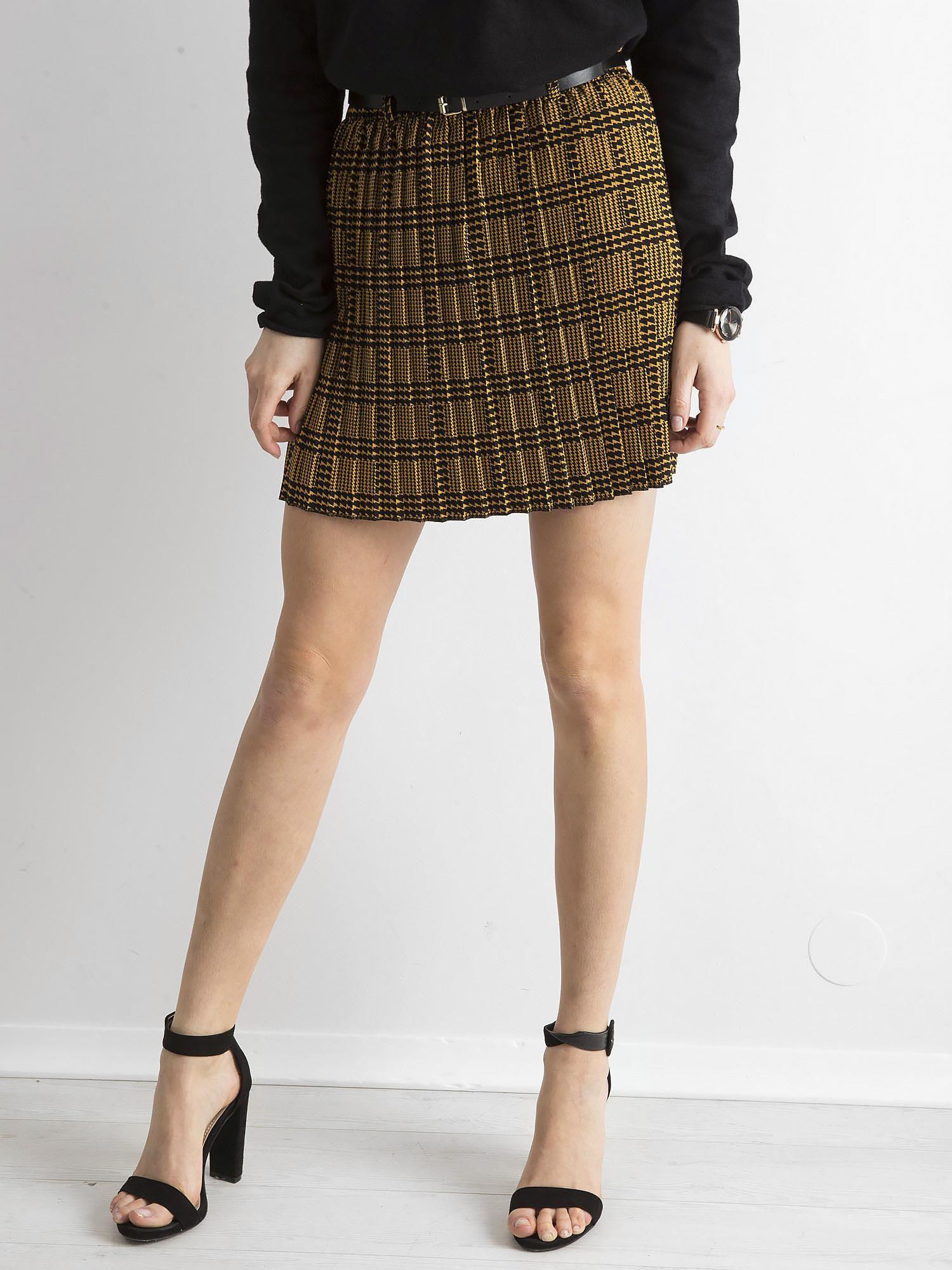 Čierna krátka kockovaná sukňa s opaskom - S