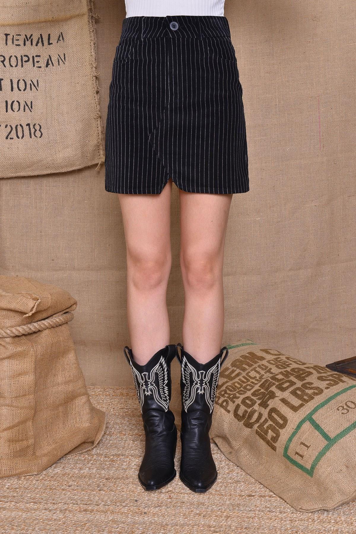 Čierna puzdrová sukňa s vreckom - S