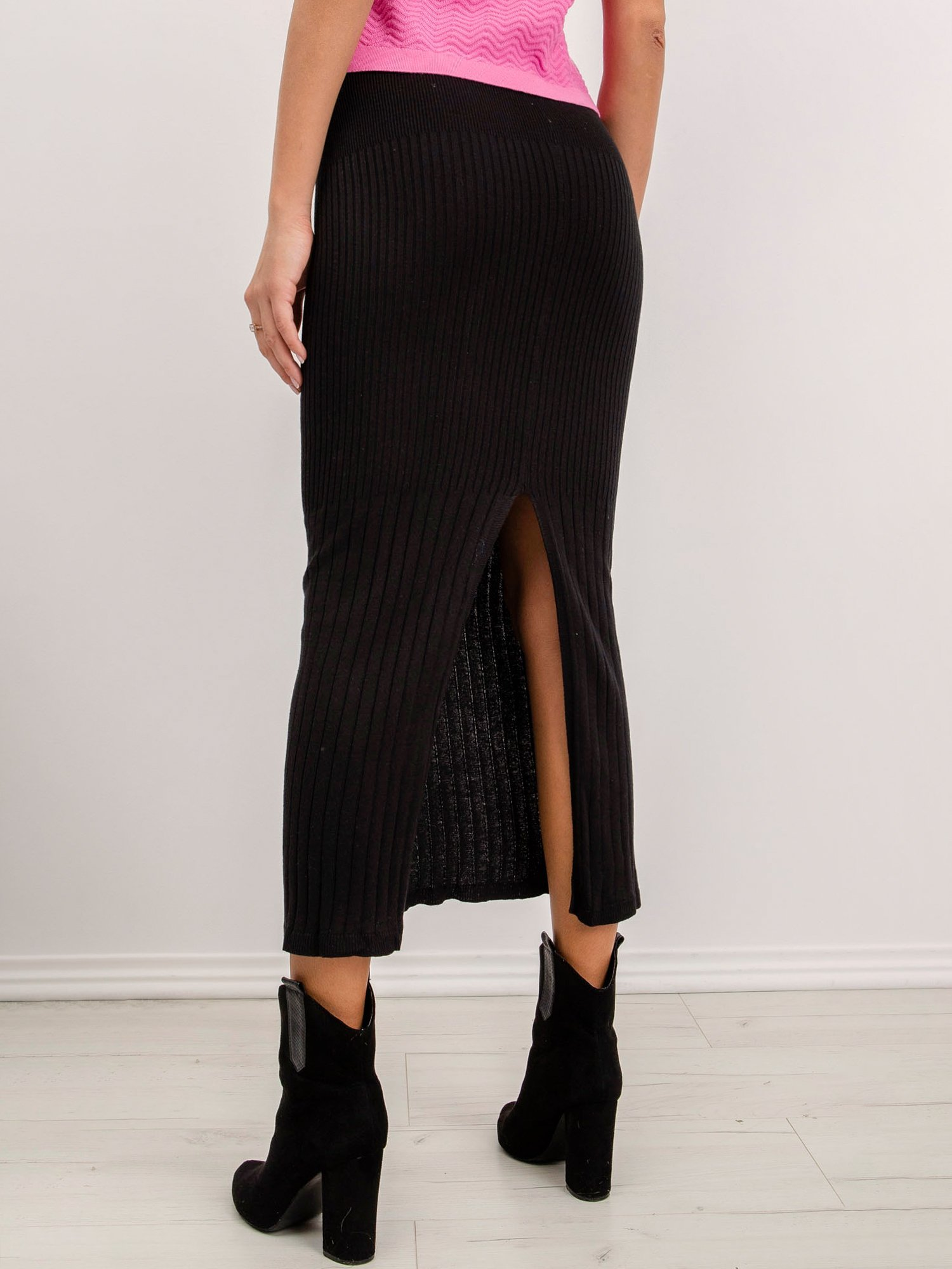 Čierna midi pletená sukňa s rozparkom - L