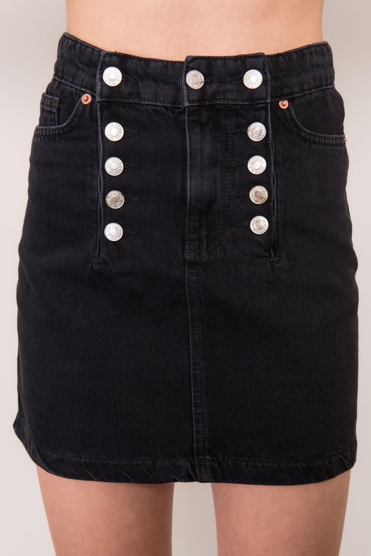 Čierna džínsová sukňa s ozdobnými gombíkmi - S