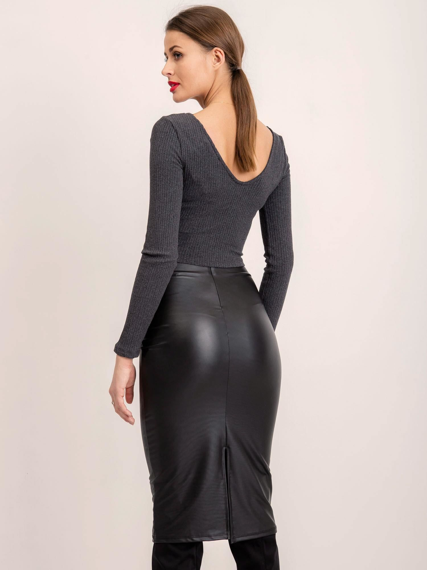Čierna puzdrová polodlhá sukňa - S